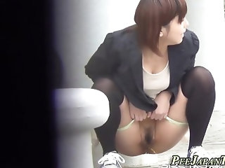 Asian babes rush to piss